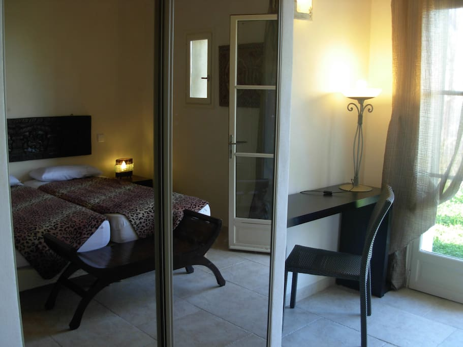 chambre double terrasse,jardin - Bed & Breakfasts for Rent in ...