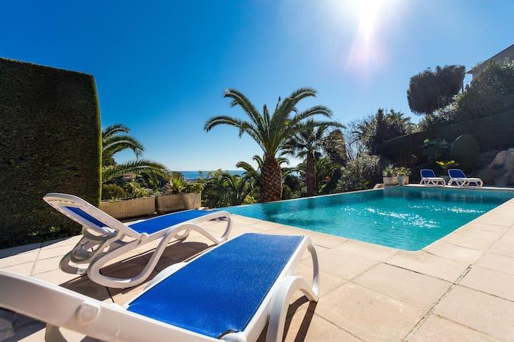 Beautiful villa close toCANNES seaview pool heated