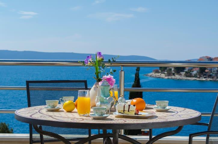 luxury seaview apartment Dalmacija - Okrug Gornji - Leilighet