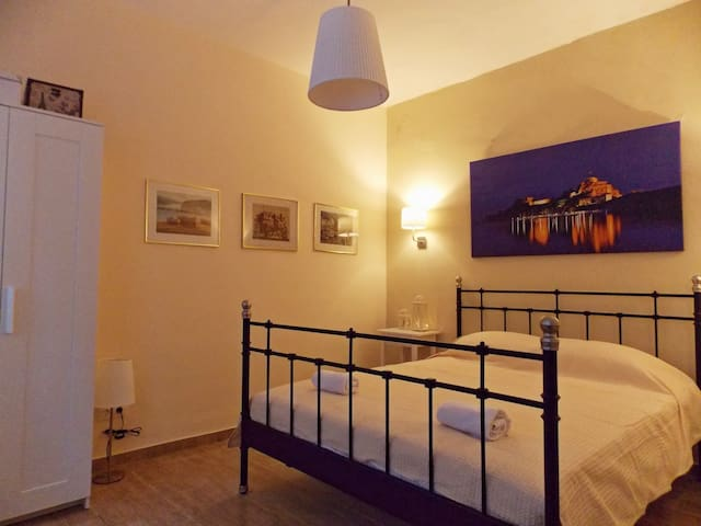 Aspasia Apt: Centrally located in Old Town, A/C