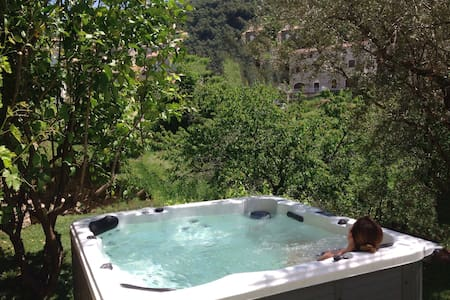 Lodge with garden & outdoor jacuzzi - Olivese