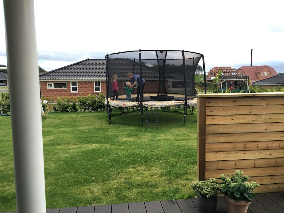Garden with quality trampolin