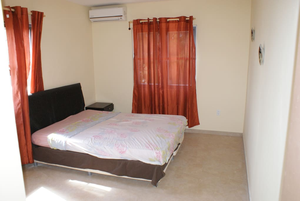 Master bedroom with airco