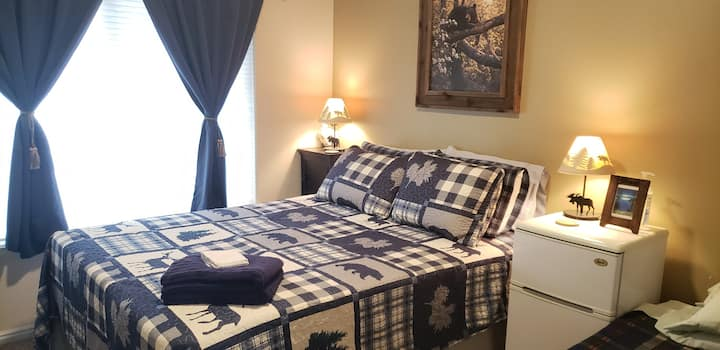 Mountain Retreat B&B. $0 cleaning fees!
