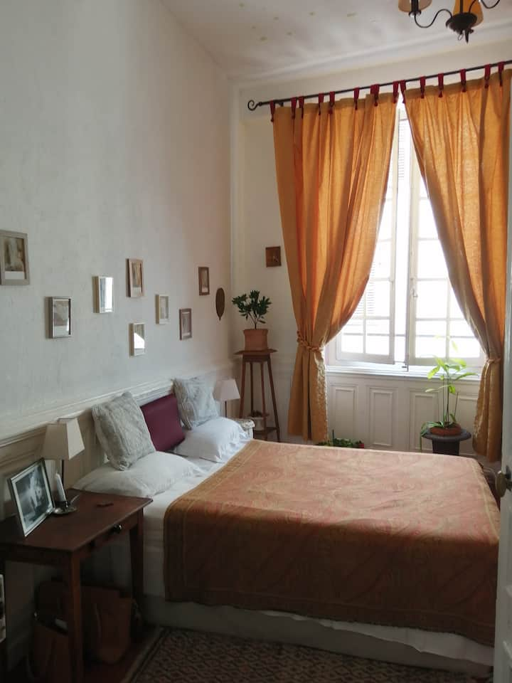 Double bedroom, historic center in Thiers