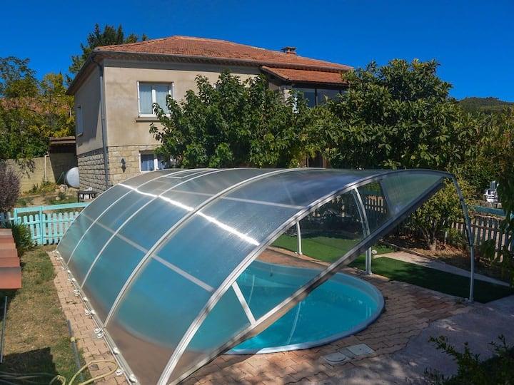 Maison familiale avec piscine proche de Vaison