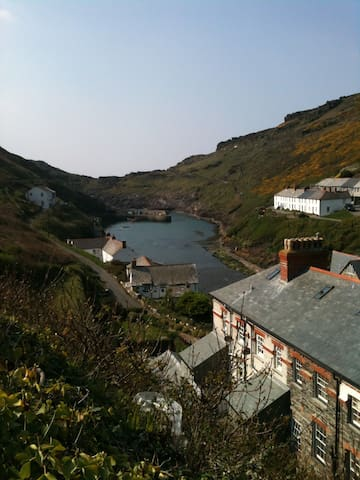 Central 2 bed apartment Boscastle Harbour