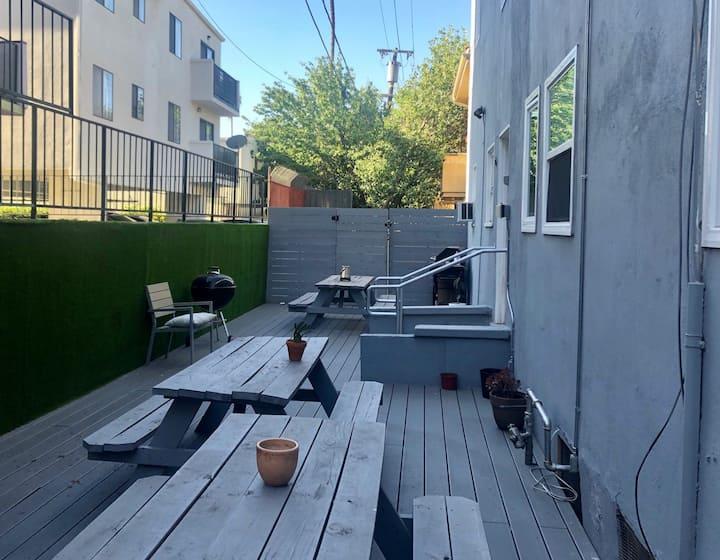 Fresh studio Apt, near Los Feliz with fast WiFi