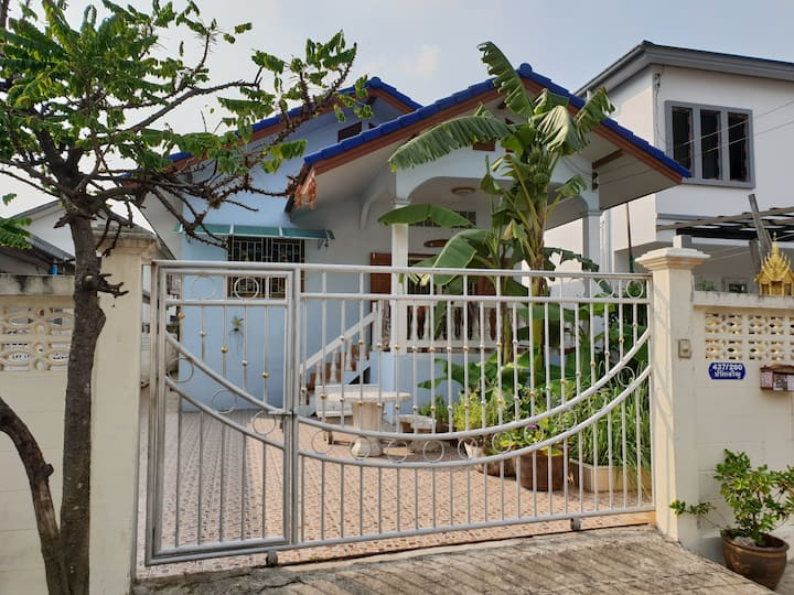Cozy Room 2 LOCAL EXPERIENCE AIRCO BANGKOK