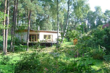 Zimmer im Grünen mit leckeres Frühstück - Kakenstorf - Huis