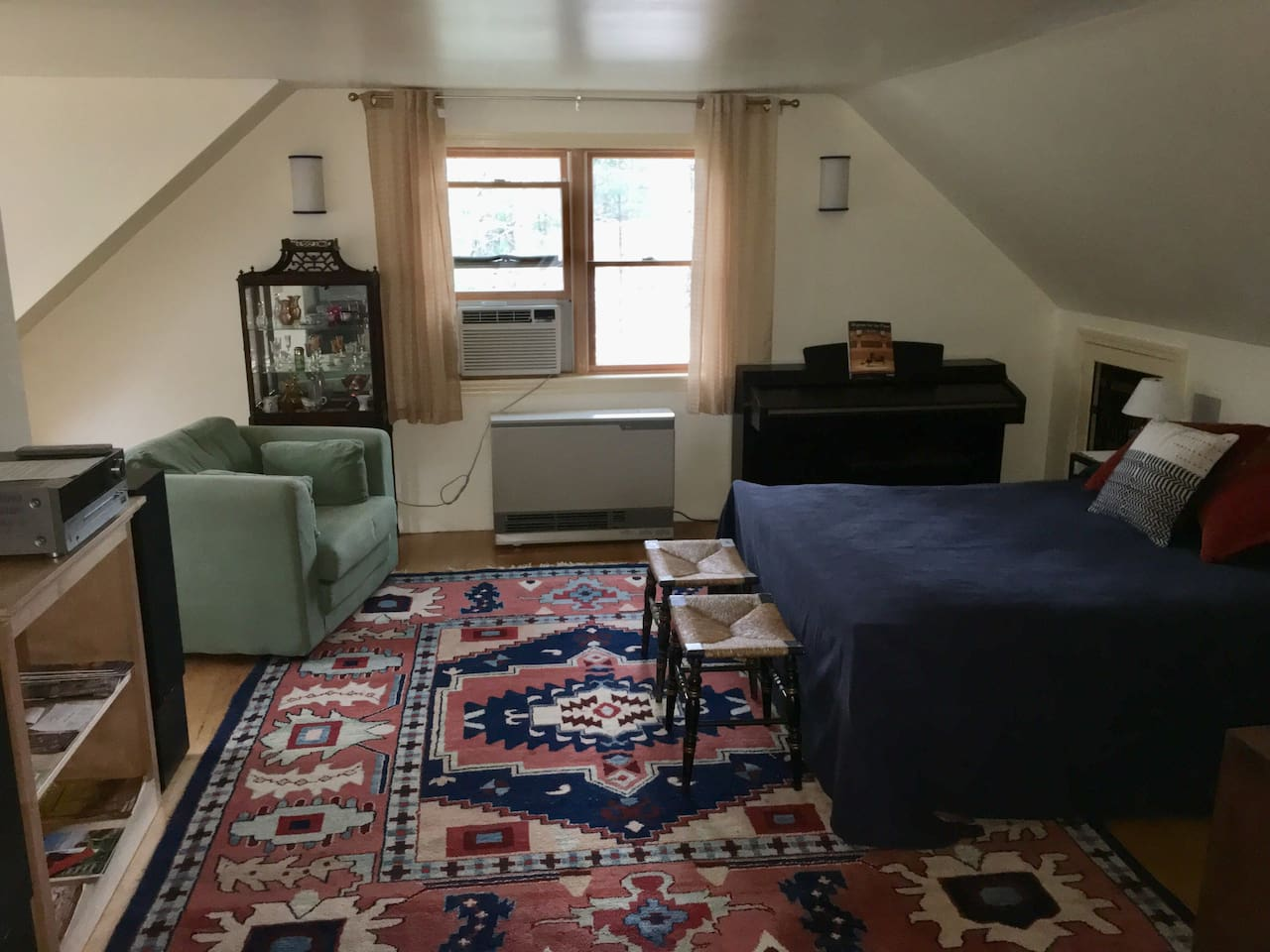 Master suite with queen bed and private bathroom. Stereo, wifi, heat or a/c.