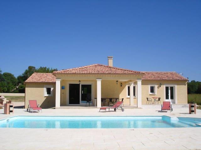 Villa - piscine chauffée (solaire) sans vis à vis - Deaux