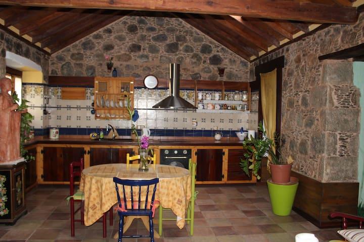 La casa de Tila (S.XVIII). Sabor a piedra antigua. - La Aldea de San Nicolás - Huis