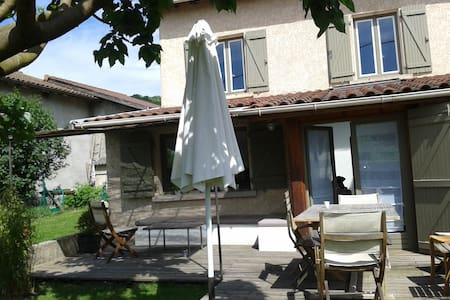 Beynost , maison ancienne à 15 min de lyon - Beynost - Rumah
