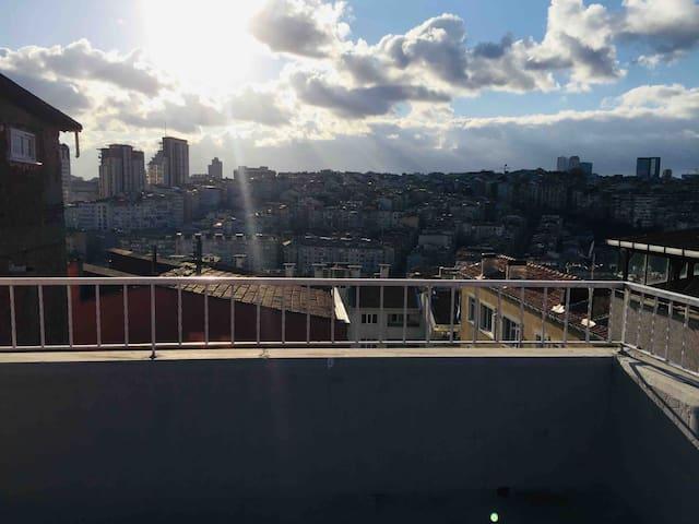 Büyüleyici İstanbul Manzaralı Teraslı 2Katlı Daire