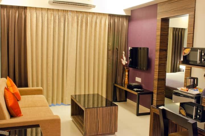 Furnished Service apt in Pune w Gym & Kitchen