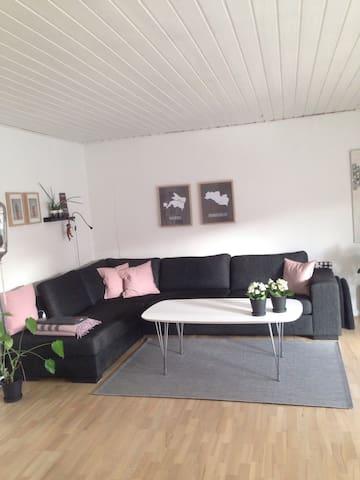Hyggeligt hjem 20 min. fra Aalborg - Hjallerup - Huis