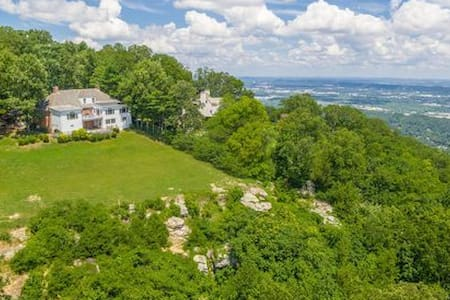 The Bluff House - Lookout Mountain