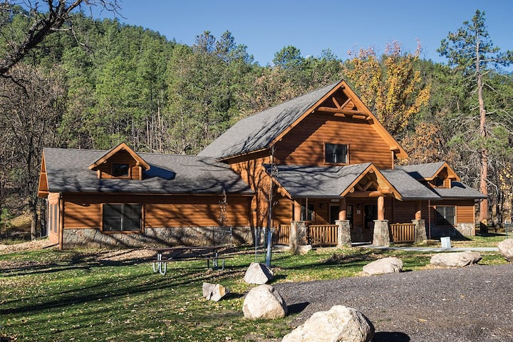 Tatanka Cabin, Custer State ParkResort (sleeps 24)