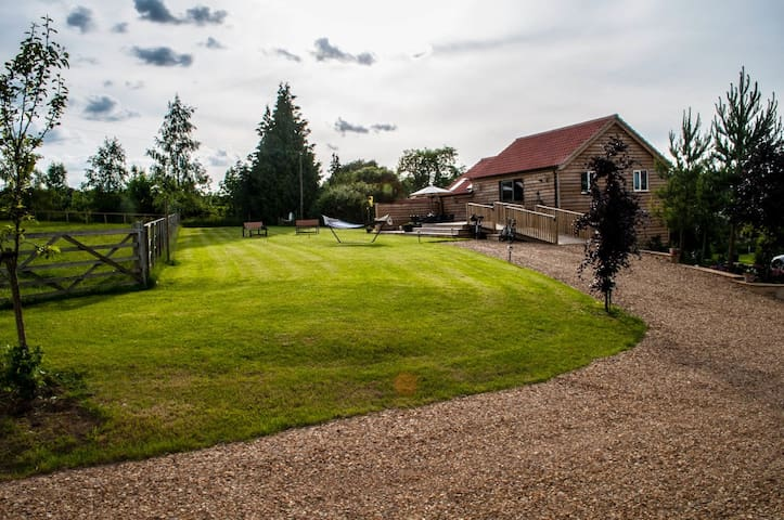 Cuckoo Barn Lodge - Oakham - House