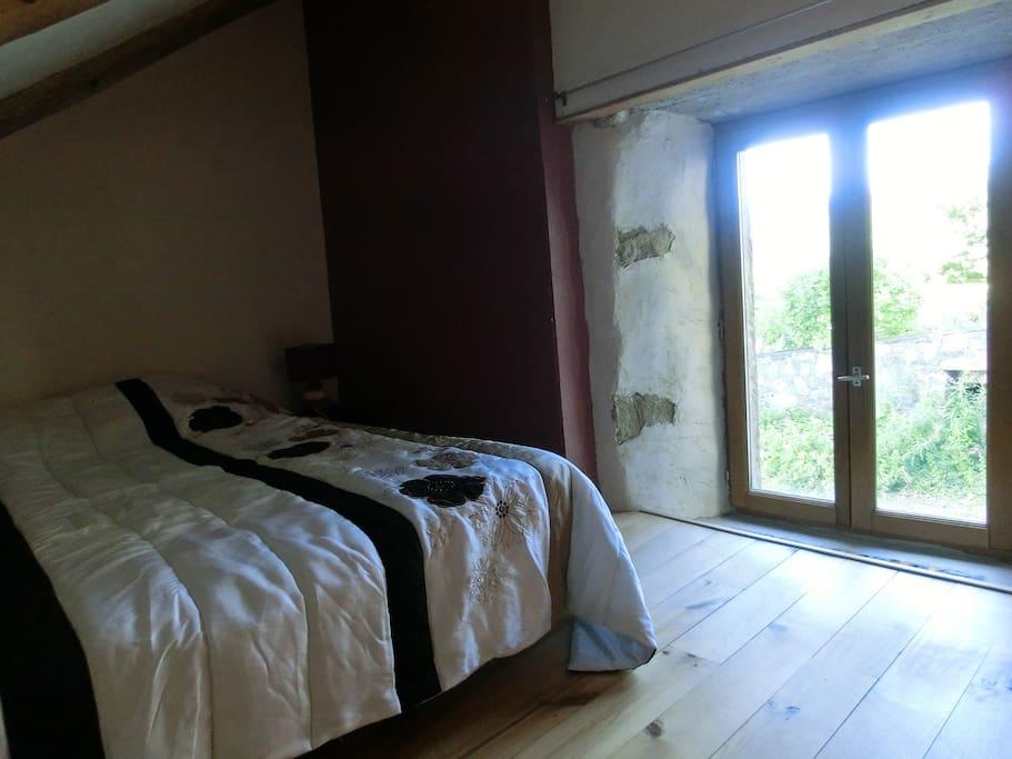 1 chambre avec un lit double en 140