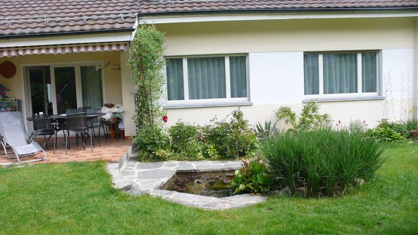 grosse Privat-Zimmer in sonnigem Einfamilienhaus