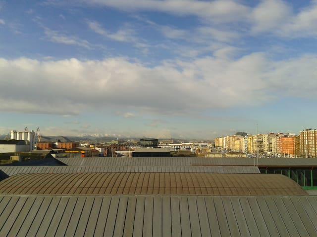 90 m2. de piso mirando mar/montaña - Santander - Hus
