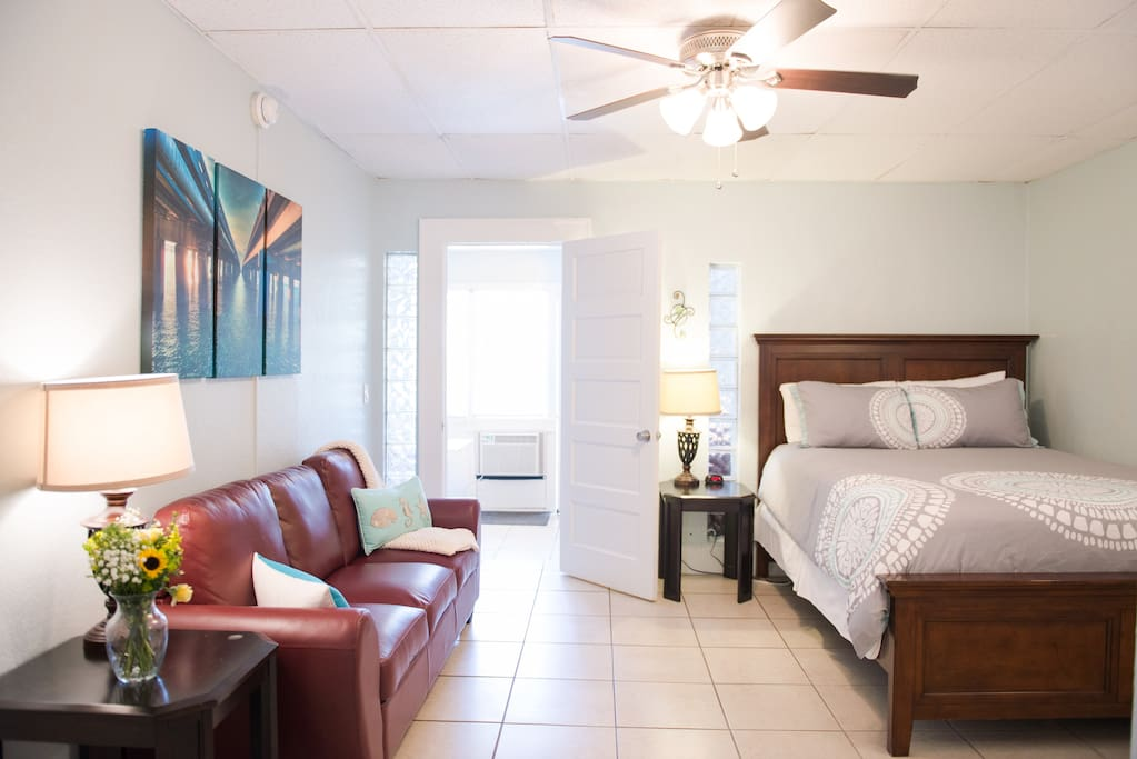 Old northeast one bedroom w patio suite apartments for rent in saint petersburg florida for One bedroom apartments in st petersburg fl