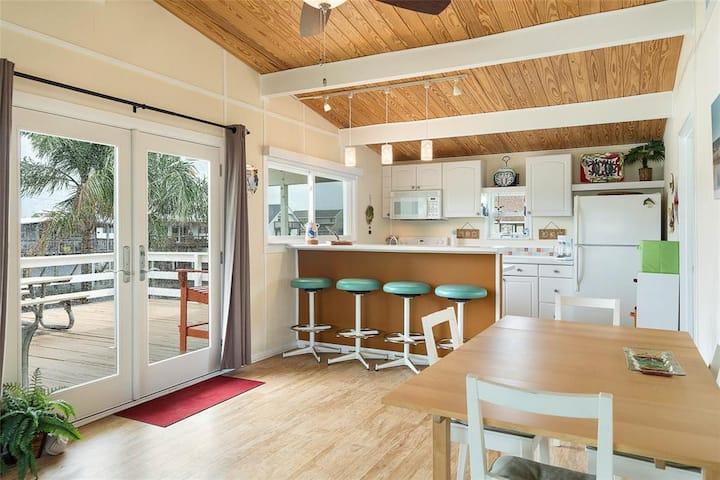 Canal Cottage Beach House  - Galveston Bay Retreat
