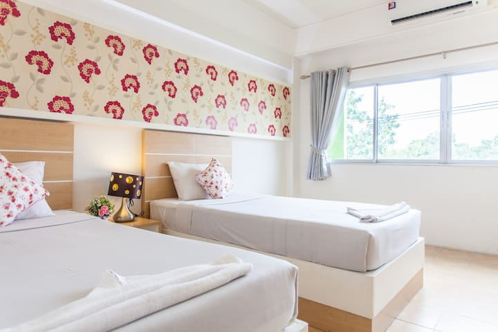 The Greenery hotel, Twin bed
