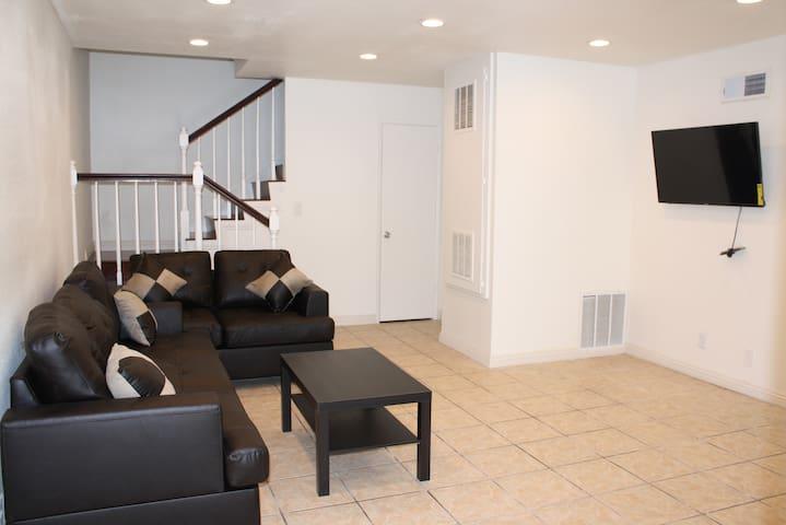 哈岗一间2房1.5浴2層楼出租 (Unit#20) - Hacienda Heights - Wohnung