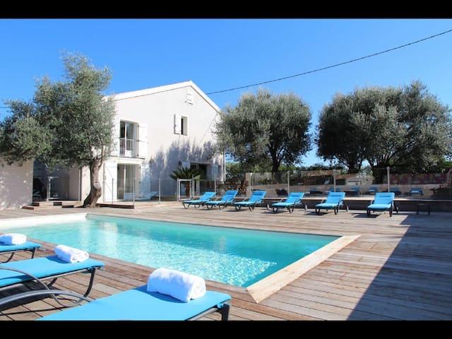 A GIOIA Superb Villa, 5 BEDROOMS, close to sea