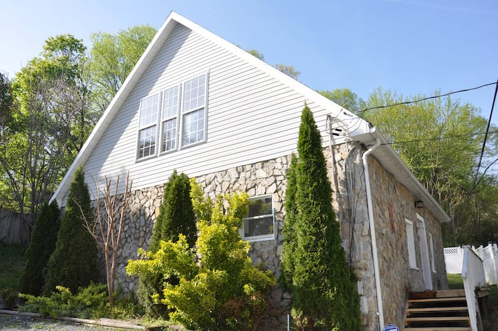 Modern Chalet near Historic Harpers Ferry!