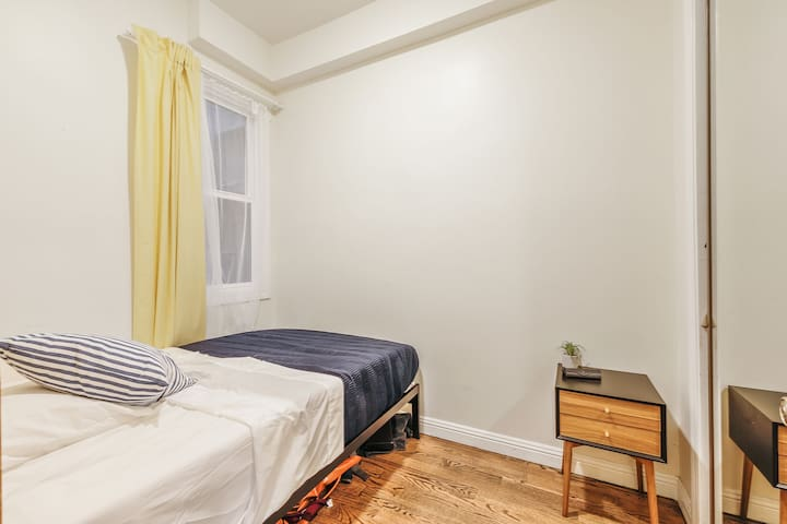 Furnished  private room in Nob Hill with full bed