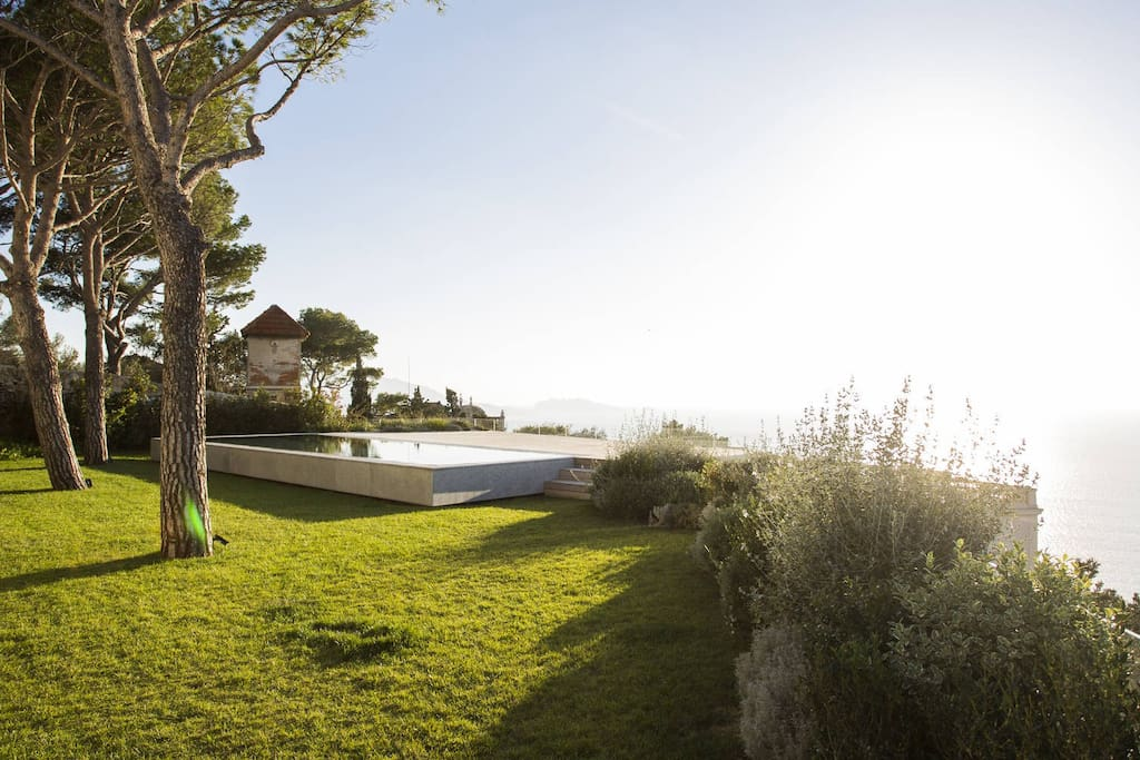 Maison luxueuse et design avec piscine 400m2 maisons for Maison a louer a marseille avec piscine