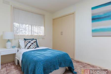 Cozy spacious room near Yarra Valley - Mooroolbark - Dům