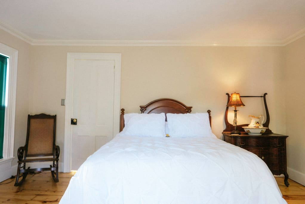 Peaceful and quiet, two room suite with a queen size bed and private bathroom.