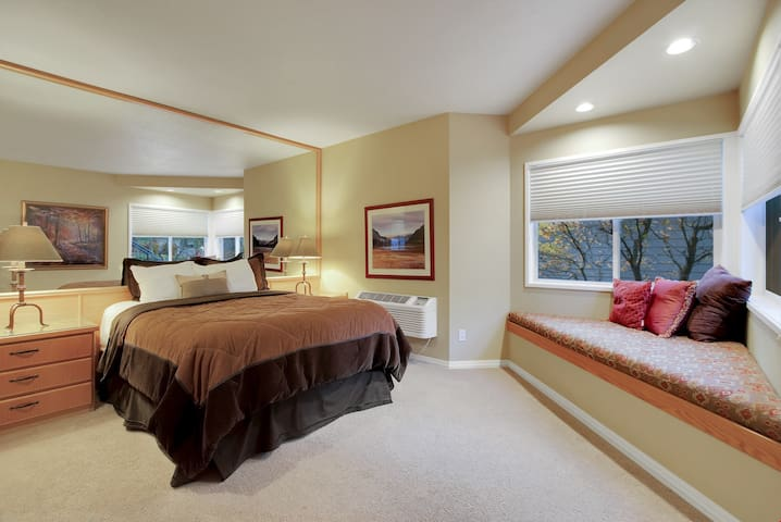 River Ridge 316B - Private, hotel style suite in Bend with access to fitness center.
