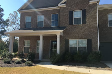 Executive Golf Home near ATL (2 Bdrm. included) - Locust Grove - House
