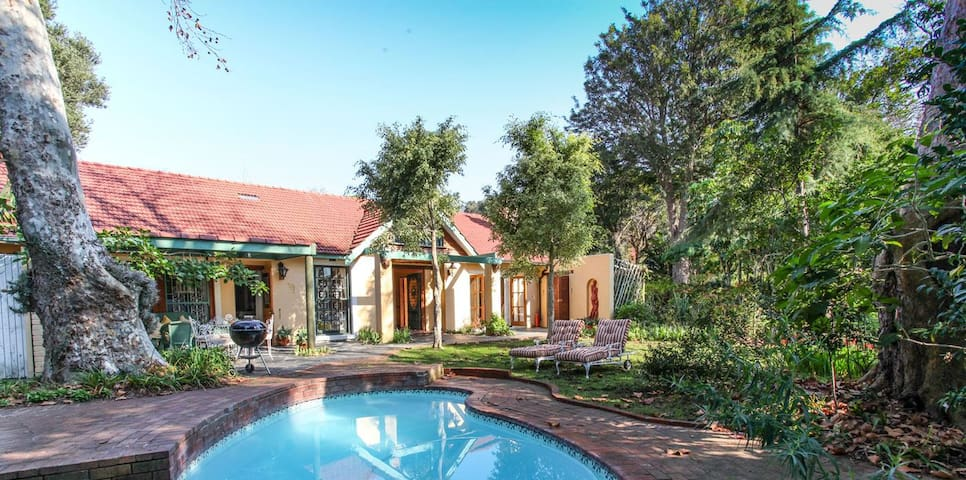 Constantia Farmhouse For large Family! Winelands