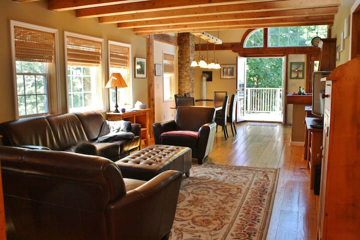 River View, Walk to Train, Close to Town - Rhinebeck - Hus