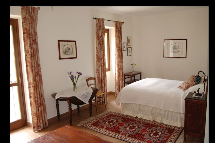 Comfy Farmhouse BnB w/ fabulous views - Monferrato - Calamandrana - Bed & Breakfast