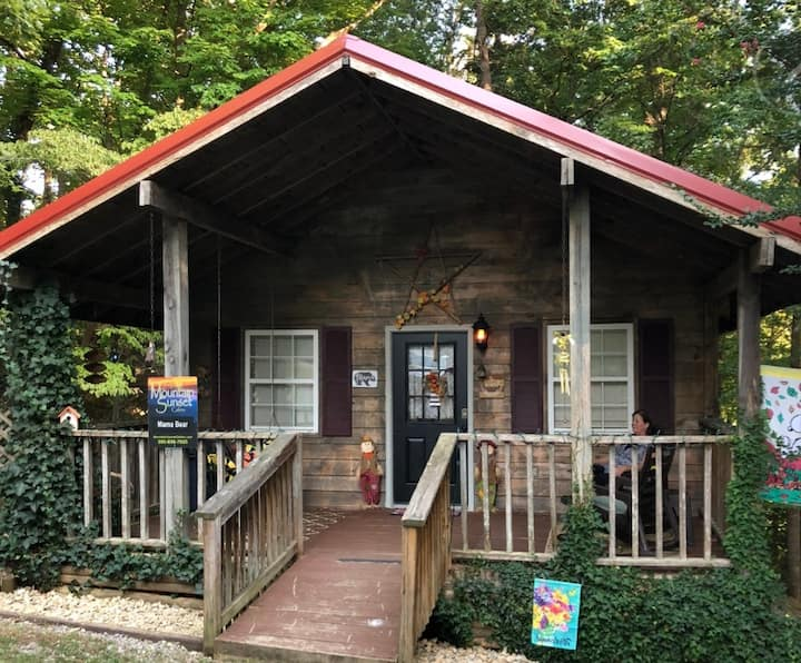 Gatlinburg Area Mama Bear Cabin* 7miles Downtown