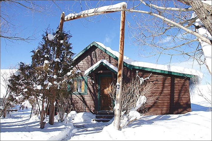 Pet Friendly Cabin with Private Hot Tub,Great Value for a Unique Property