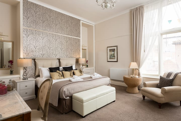 Fossgate Suite 5: Elegant 2 bedroom apartment