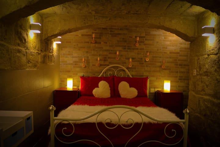 Malta's naughtiest Cabaret bedroom.