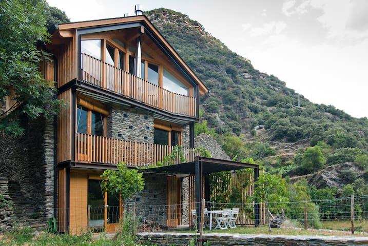 Borda única en la Vall Ferrera - Lleida - Casa