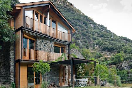 Borda única en la Vall Ferrera - Lleida - Rumah