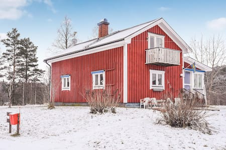 Holiday cottage with 2 bedrooms on 106m² in Ekshärad