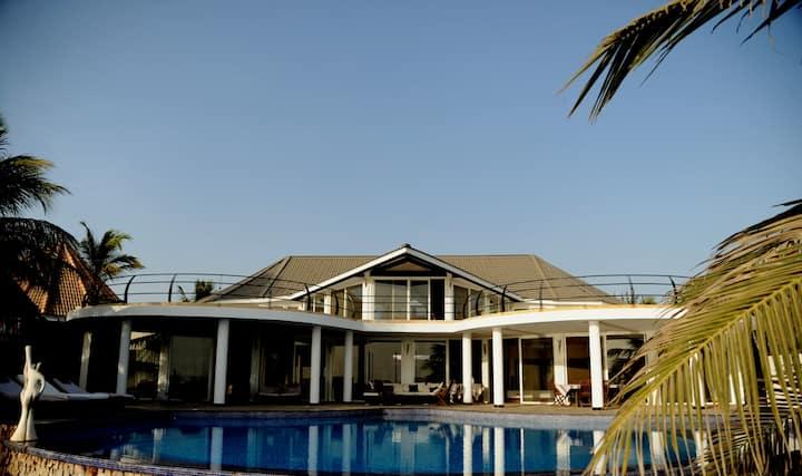 villa contemporaine bord de mer de 900m2  piscine